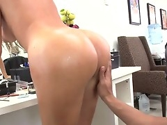 Brunette latin Gigi apropos round ass feels well-disposed apropos pulsating dick in her frontier fingers